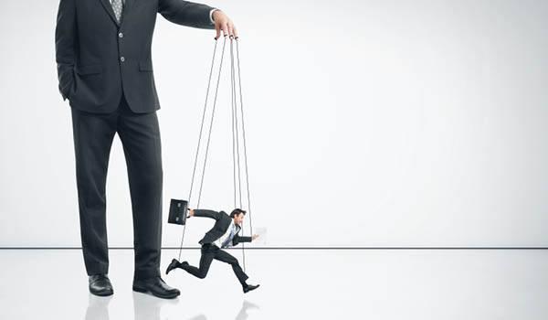 आपका बॉस आपकी मुठी में होगा ये टोटके करने से !