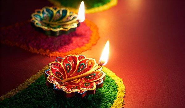 दिवाली पर मां लक्ष्मी को प्रसन्न करने के लिए करें ये टोटके, घर में होगी धन की वर्षा