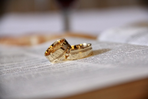 ऐसे पहने उंगली में लोहे की अंगूठी